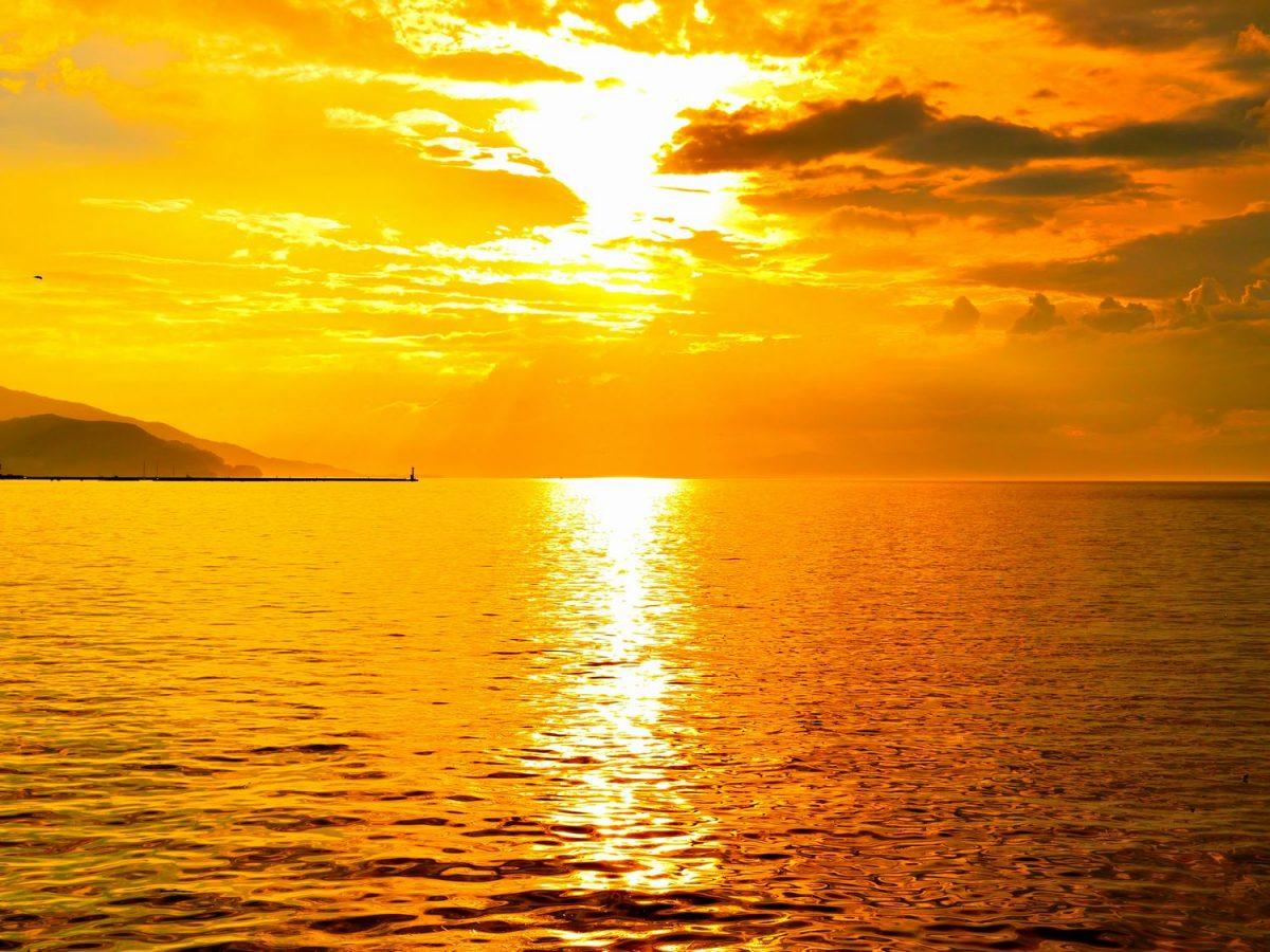 沼津の穴場夕焼けスポット「内浦港」 息をのむほど美しい西伊豆の玄関口
