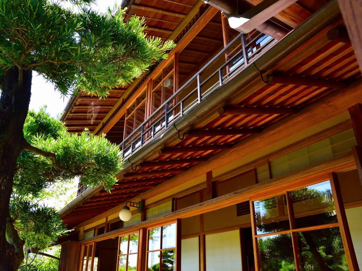あの五・一五事件の標的にもなった興津坐漁荘 情緒あふれる日本家屋に隠された警備の秘密