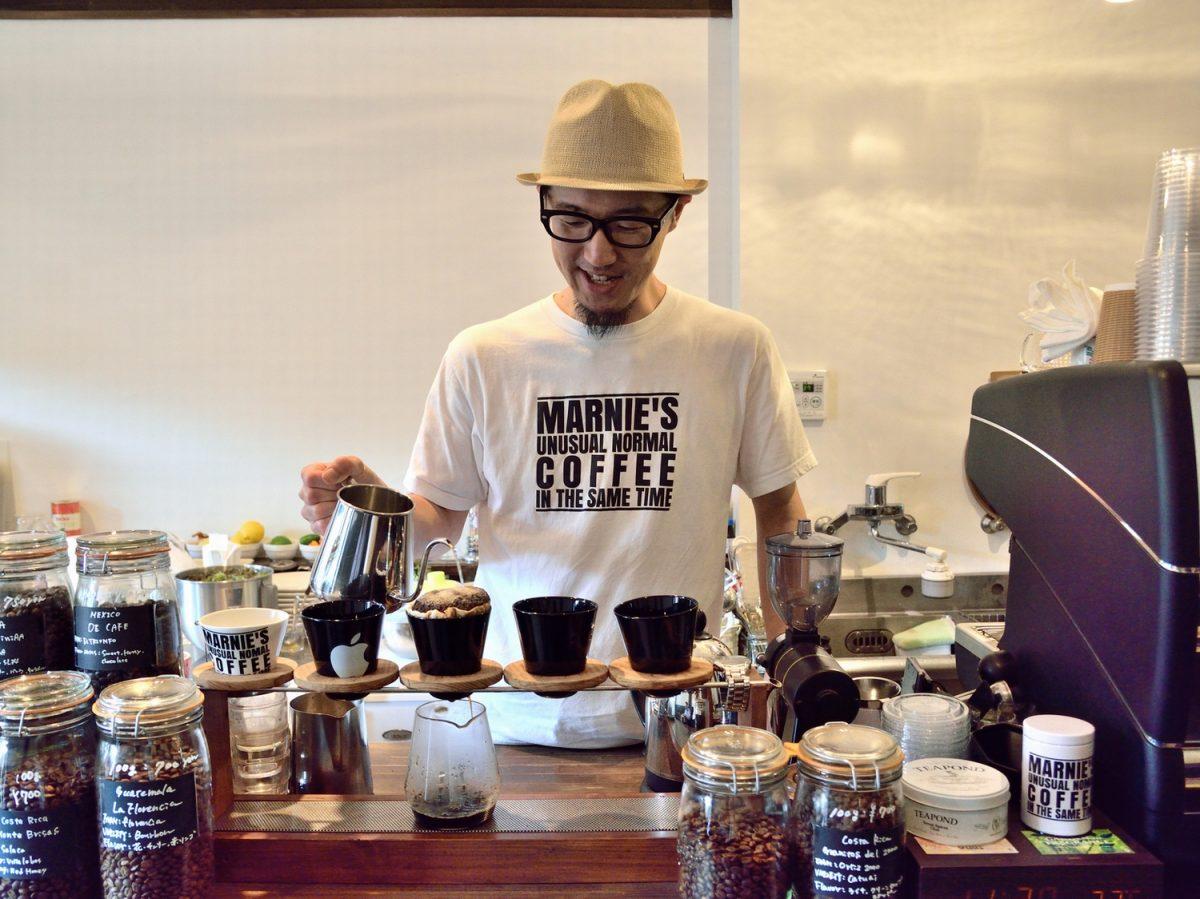 コーヒー屋さんは町の観光案内所? お客さんと鷹匠の中継地点「MARNIE'S COFFEE」