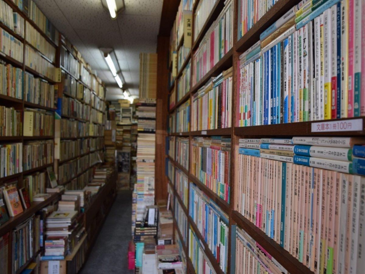 異彩放つ店主が目じるし「あべの古書店」 静岡県浅間通りにアングラへの入り口?