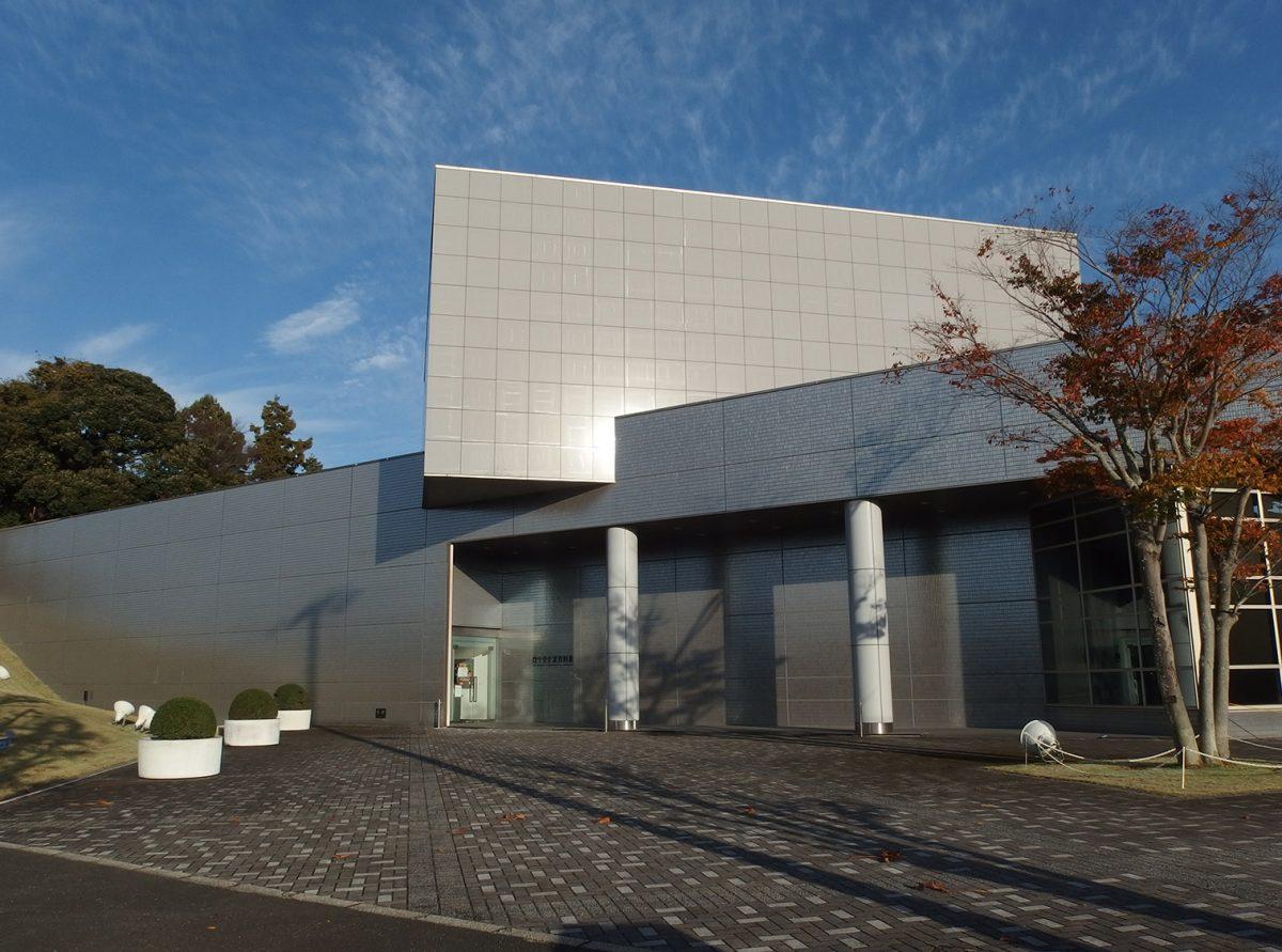 掛川市には名作デザインがズラり! 資生堂企業資料館で知る商品とデザイン