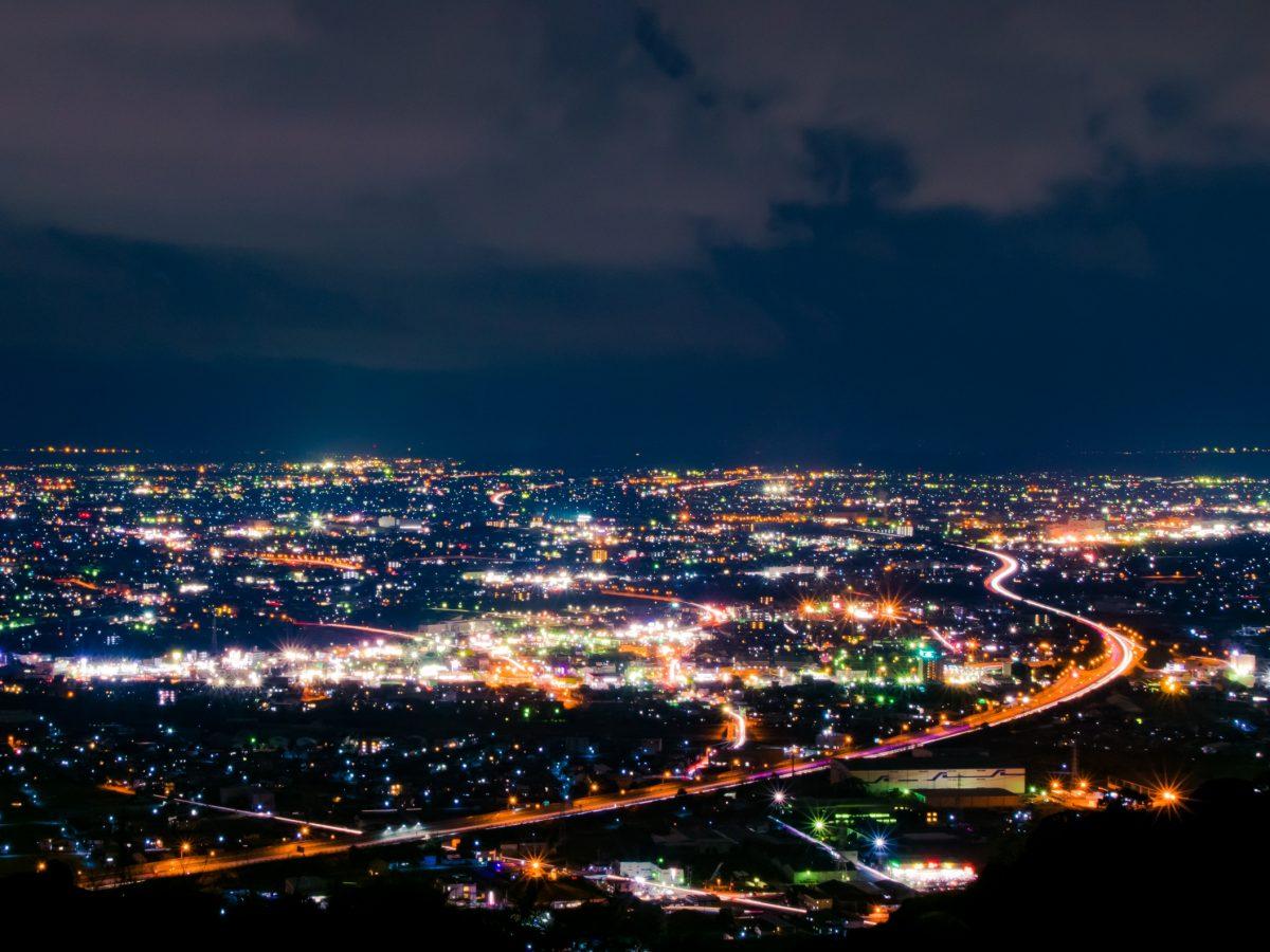 【静岡の夜景】高草山・笛吹段公園の大パノラマ 焼津・藤枝の夜景のド定番スポット