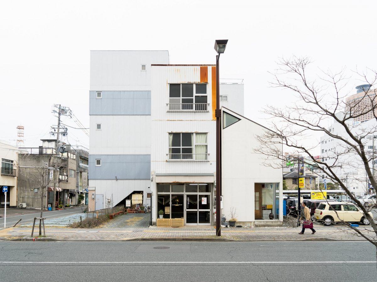 浜松のオープンスペース「田町スクエア」 セミパブリックとセミプライベートの間を行く